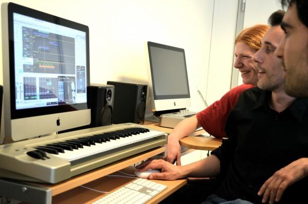 Schüler am Keyboard
